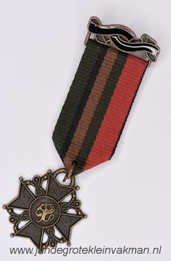 Fantasie medaille, groen-zwart-brui-groen, ca. 90mm lang