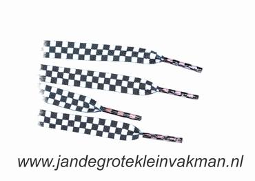 Veters, 112cm lang, 11mm breed, per 2 stuks, zwart-wit ruit
