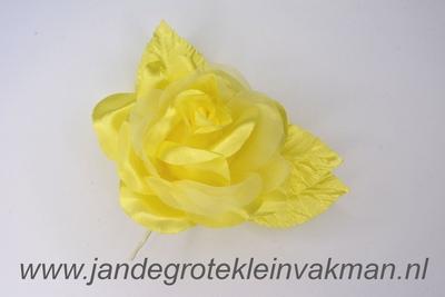 Bloem corsage op steel, geel