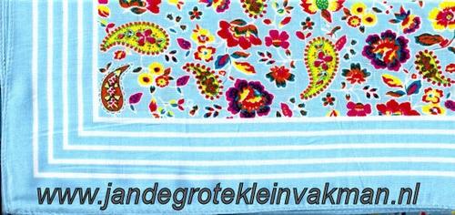 Bandana, fantasie motief,  achtergrondkleur lichtblauw