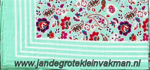 Bandana, fantasie motief,  achtergrondkleur mint