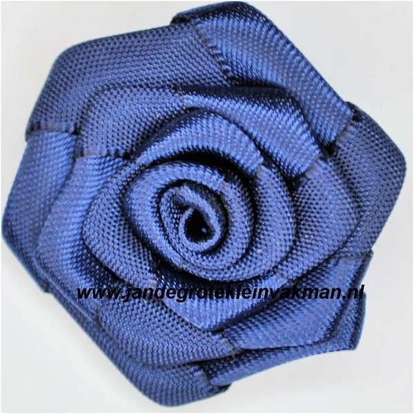 Roosje opnaaibaar. Donkerblauw, ca. 35mm