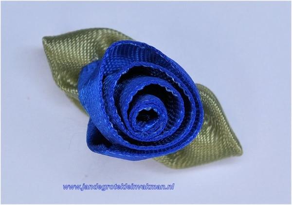 Roosje opnaaibaar met blaadjes. Kobaltblauw, ca. 30mm