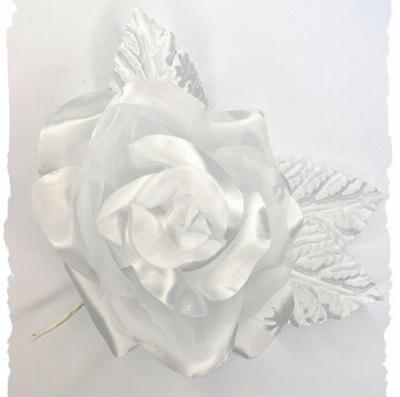 Bloem corsage op steel, wit