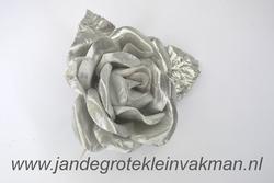 Bloem corsage op steel, zilver