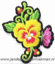 Opstrijkbare en/of opnaaibare bloemen applicatie, ca.45x60mm